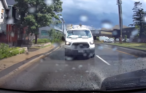 driver intentionally splashes people dapulse lol
