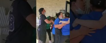 woman upset at red lobster over wait time coronavirus mothers day